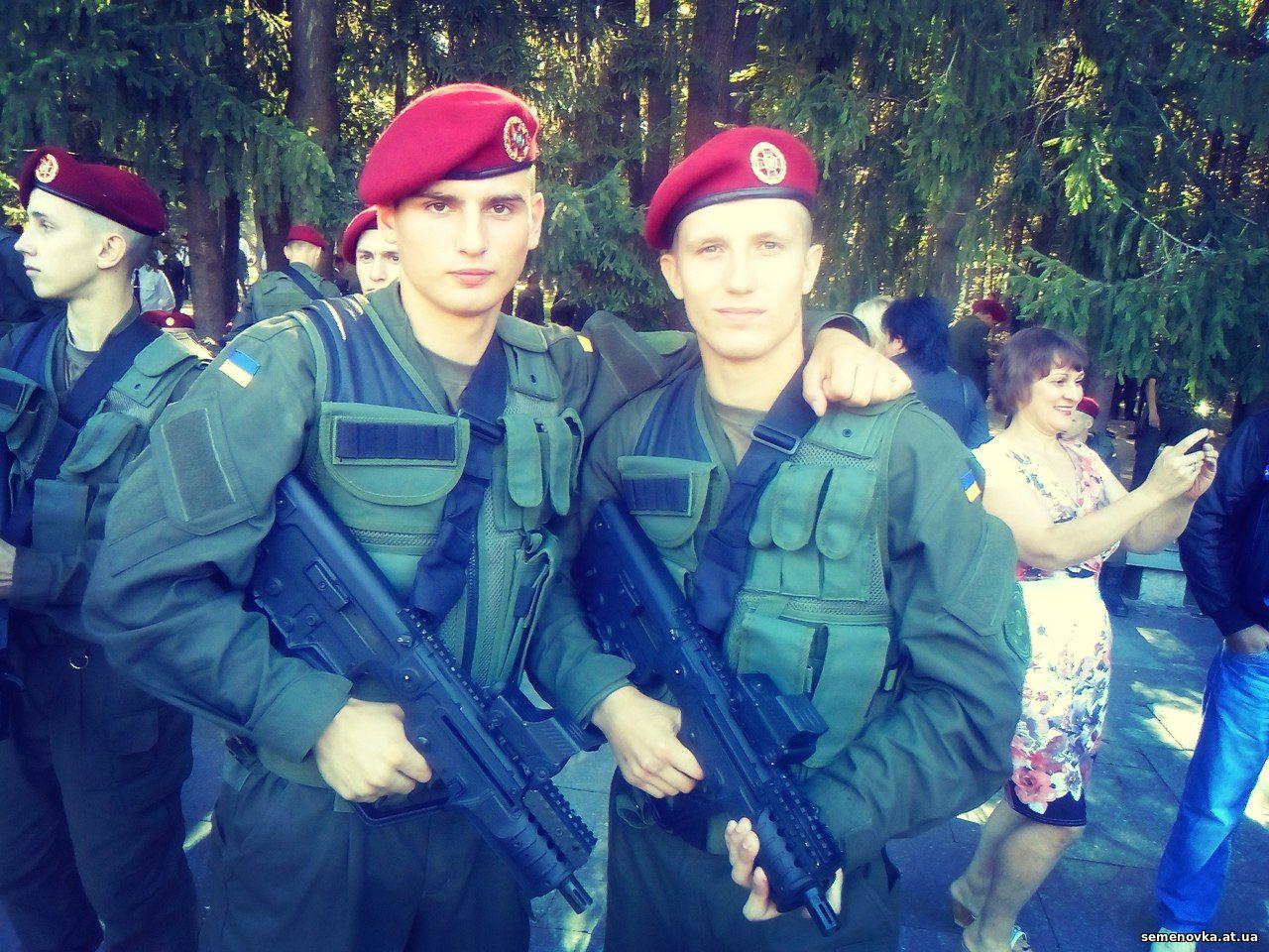 Даниїл Горєлий, курсант (справа) зі своїм однокурсником